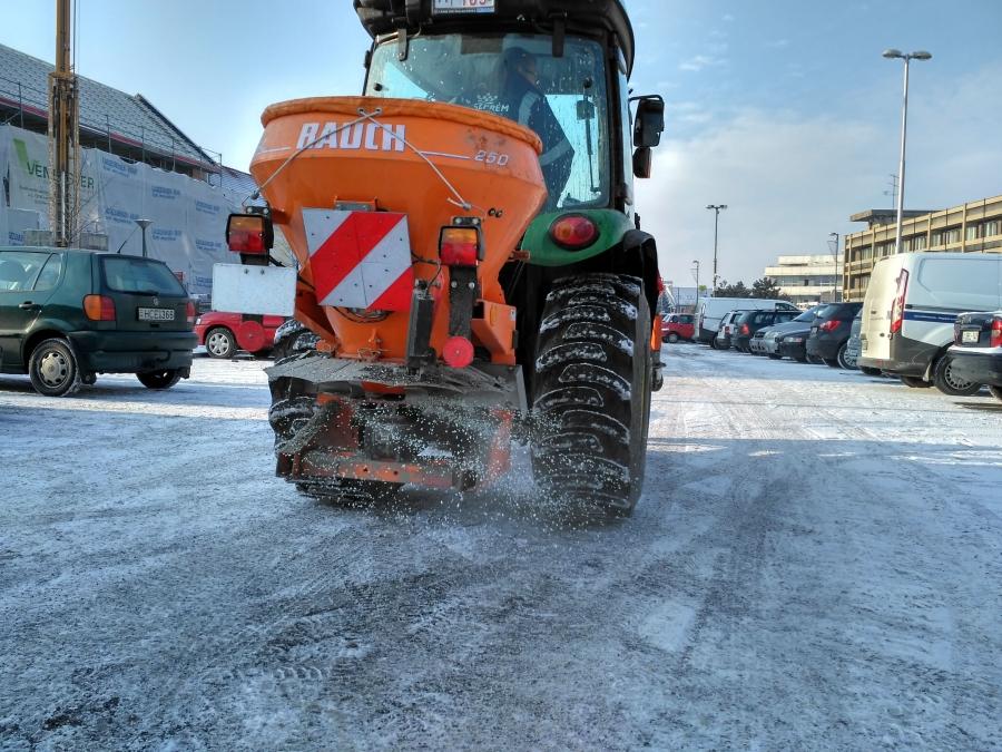 Tréfálkozik velünk a tél